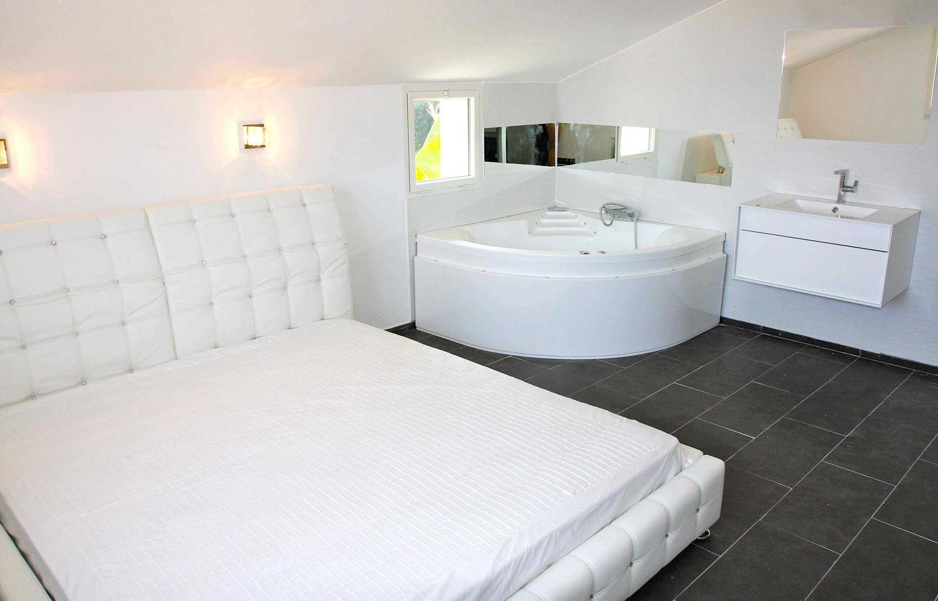 11-sardinaux_bedroom-jacuzzi-bath | Cyrus International