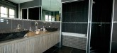 rent-villa-sainte-maxime-centre-maison-master-bathroom-1