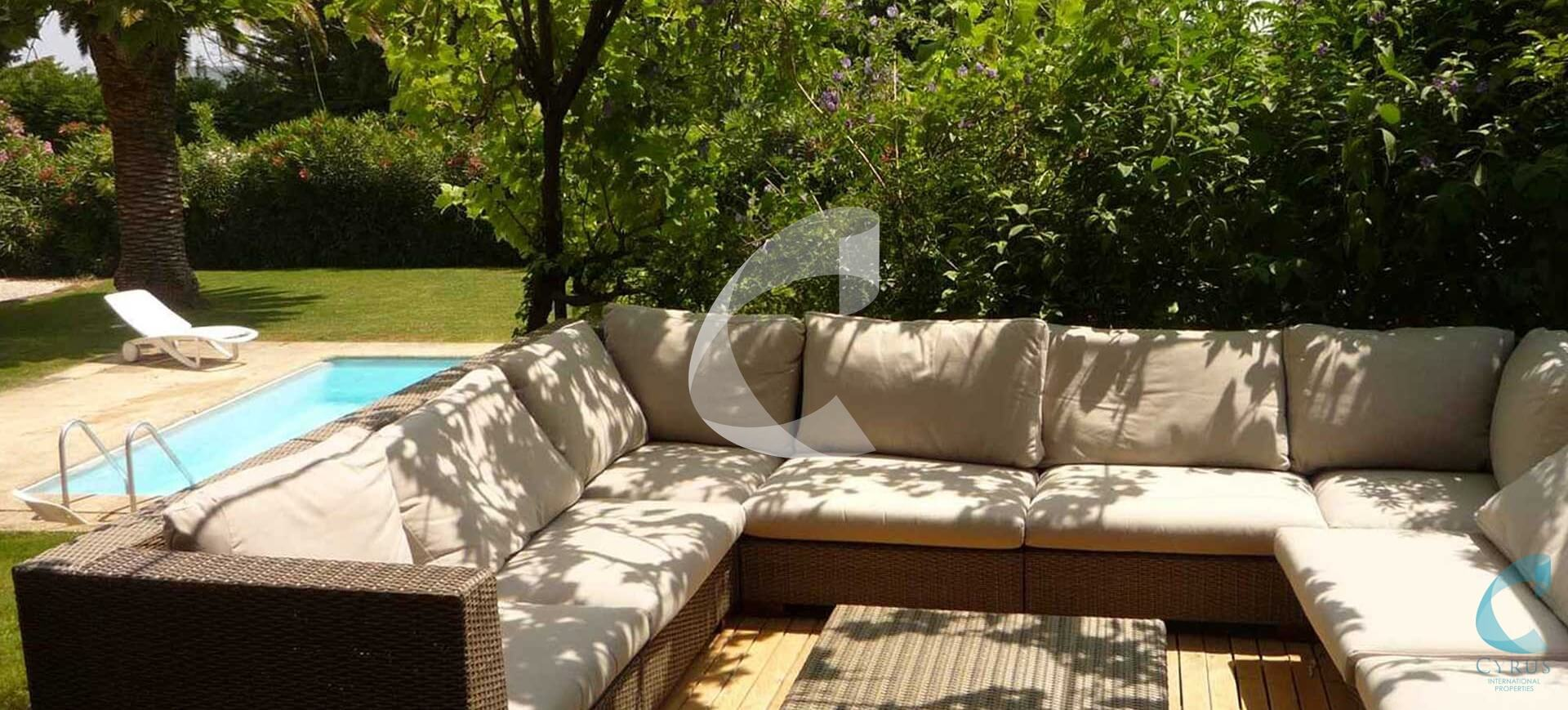 St Tropez Villa lounge Rental